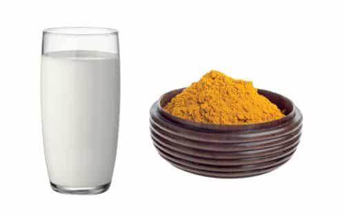 uống sữa kèm bột nghệ