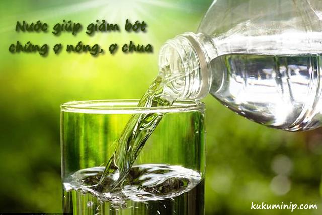 Nước giúp giảm bớt chứng ợ nóng, ợ chua