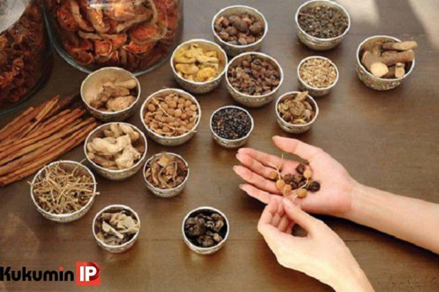 Người dùng nên kiểm tra nguồn gốc, độ ăn toàn của các thuốc gia truyền, thuốc nam, bắc trước khi quyết định sử dụng