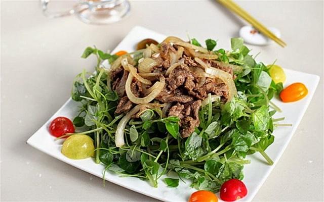 Món ăn cho người bị trào ngược Gỏi thịt bò trộn rau càng cua